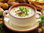 Крем супа от гъби манатарки и печурки с бяло вино и заквасена сметана